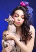 Young princess with Sphynx cat. — Foto de Stock