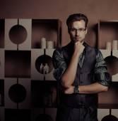 Fashion Man in luxury modern interior — Stok fotoğraf