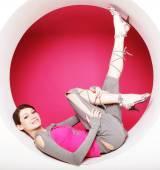 Woman posing in pink circle — ストック写真
