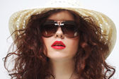 Young surprised woman wearing hat and sunglasses — Stock Photo