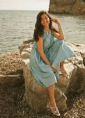 Young happy woman posing near sea — Stock Photo