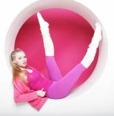 Sporty woman posing in pink circle — Stock fotografie