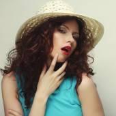 Bella mujer con sombrero — Foto de Stock