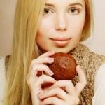 mulher com café e biscoitos — Fotografia Stock  #69347095