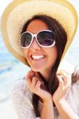 Happy woman in hat on the beach — Stock Photo