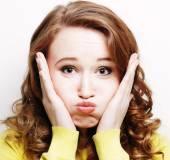 女人做一个搞笑的表情 — 图库照片