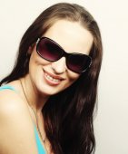 Brunette portrait with sunglasses — Stock Photo
