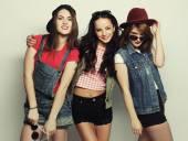 Three stylish sexy hipster girls best friends. — Stock Photo