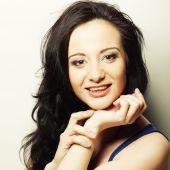 Vacker ung kvinna som förvånad. — Stockfoto