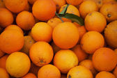 Endless oranges in a market — Stock Photo