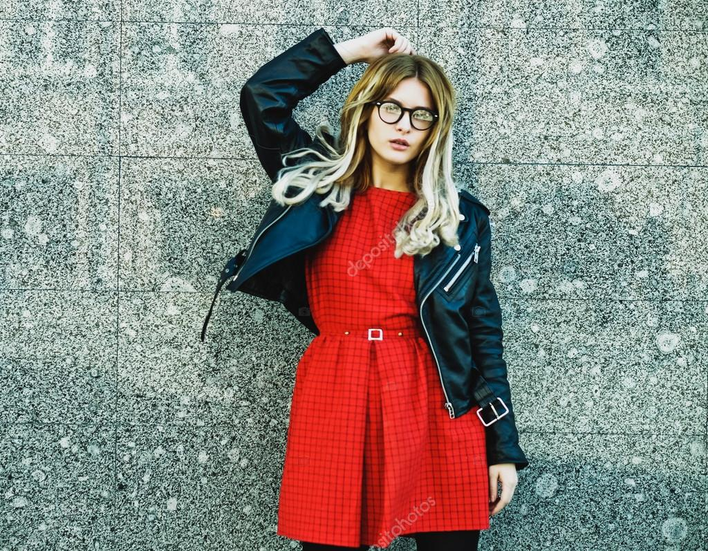 femme de hipster en tenue d 39 t casual chic photo 73338687. Black Bedroom Furniture Sets. Home Design Ideas
