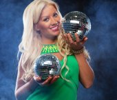 Beautiful young woman holding disco ball at night club — Stock Photo