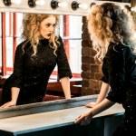 Beautiful fashion model woman posing near the mirror — Stock Photo #80983748