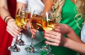 Group of partying girls clinking flutes with sparkling wine — Stock Photo