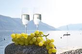 Шампанское и виноград в Швейцарии — Стоковое фото