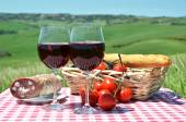 Red wine, bread and tomatoes in Tuscan — Stock Photo