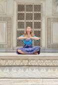 Young woman meditating at Taj Mahal. — Stock Photo