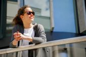 Caucasian woman Vivacious in City with a beautiful beaming smile — Stock Photo