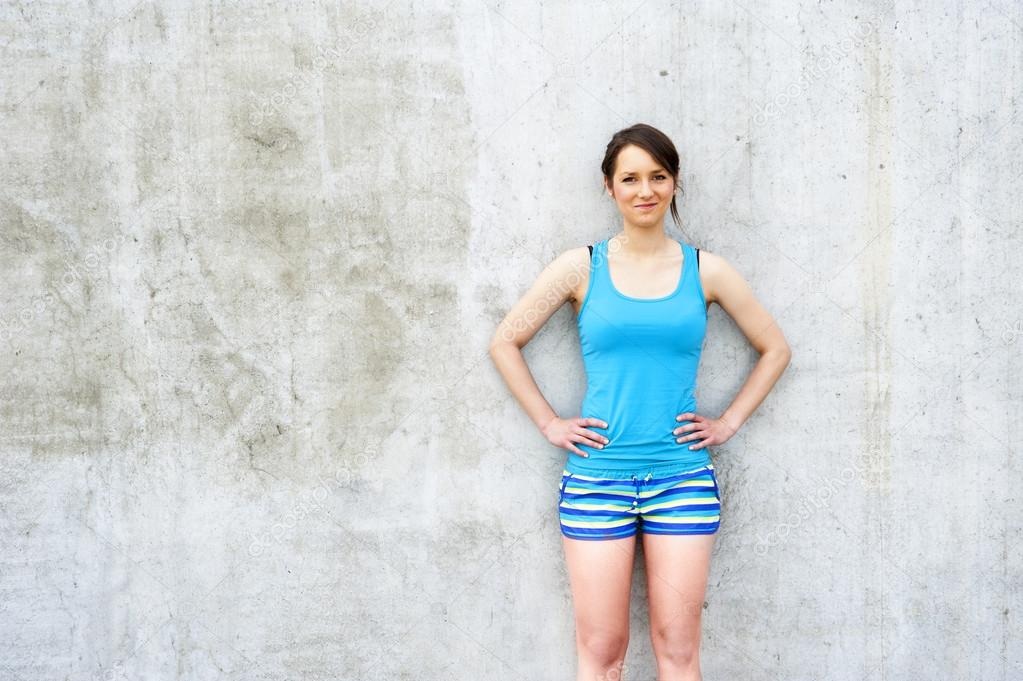 Девушка в шортах синих фото