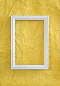 Marco en papel amarillo arrugado — Foto de Stock