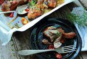 Roasted chicken legs — Stock Photo