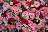 Červené, růžové a bílé svatební aranžmá — Stock fotografie