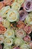 Pastel roses in a wedding arrangement — Stock Photo
