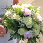 Bride holding bouquet — Stock Photo #71544443