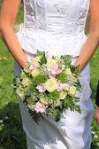 Bouquet de mariée tenue — Photo