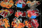 Rose bouquets at the market — Stock Photo
