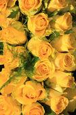 Yellow rose wedding arrangement — Stock Photo