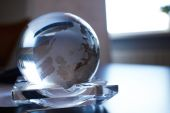 Globe en verre sur la table — Photo