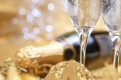 Champagne and gold christmas decorations — Stock Photo