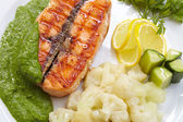 Salmon steak with cauliflower — Stock Photo