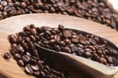 Coffee beans and scoop — Stock Photo