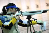 Woman aiming a pneumatic air rifle — Stock Photo