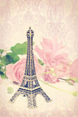 Vintage pink background and Eiffel tower — Foto de Stock