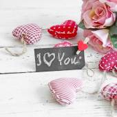 "Blackboard ""I love you"" with  red vintage hearts and old wooden  — Stock Photo"