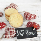 Homemade cake with  red vintage hearts and old wooden background — Stockfoto