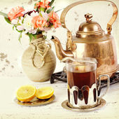 Kettle and glass of tea  — Stock Photo