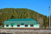 Treinstation in Kuznetsk Alatau bergen — Stockfoto