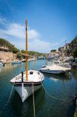 Boat in harbor — Stock Photo