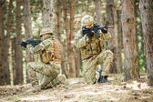 Dos soldados británicos en una pelea — Foto de Stock