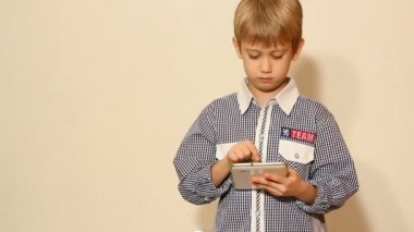 Boy play with tablet pc — Stock Video
