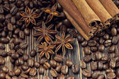 Coffee grains, anise and canella on old planks — Stock Photo