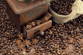 Coffee beans and old grinder  — Stock Photo
