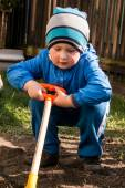 Boy shoveling — Stock Photo