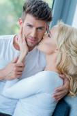 Close up Sweet Caucasian Couple in White — Stockfoto