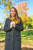 Fashionable young woman enjoying an autumn walk — Stock Photo