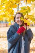 Laughing vivacious woman in an autumn park — Stock Photo